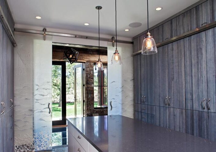 Washi Laminated Glass Doors for a Nature Oriented House